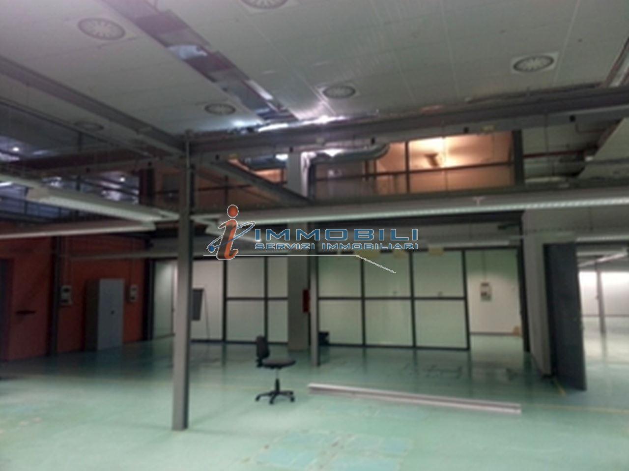 capannone,negozio,ufficio in Affitto  a monza - RIF. ML341
