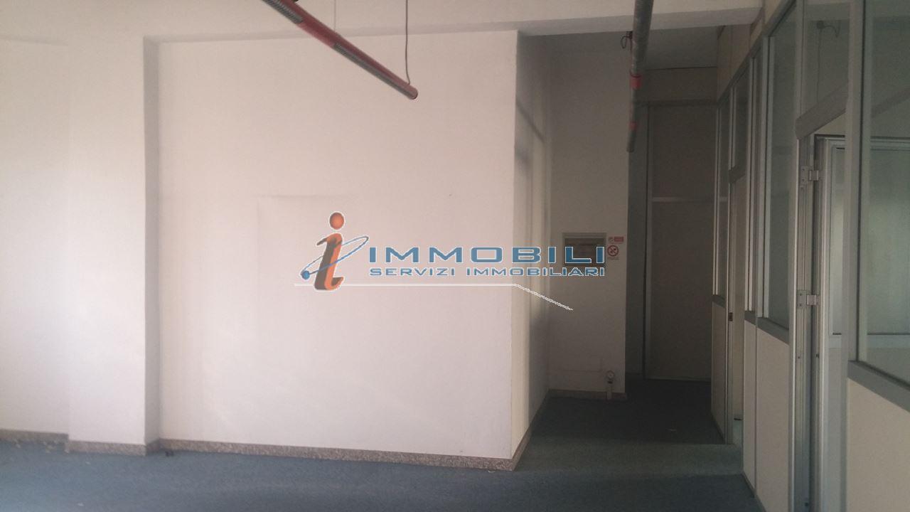 capannone,negozio,ufficio in Affitto  a pero - RIF. UL1880