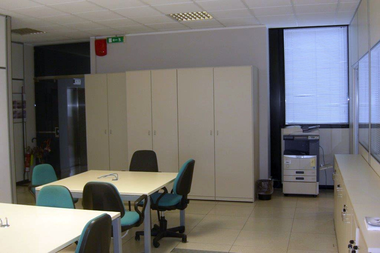 Capannone,Negozio,Ufficio in Affitto  a Peschiera borromeo - RIF. UL2030