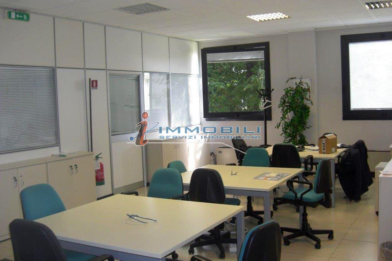 capannone,negozio,ufficio in Affitto  a peschiera borromeo - RIF. UL2031