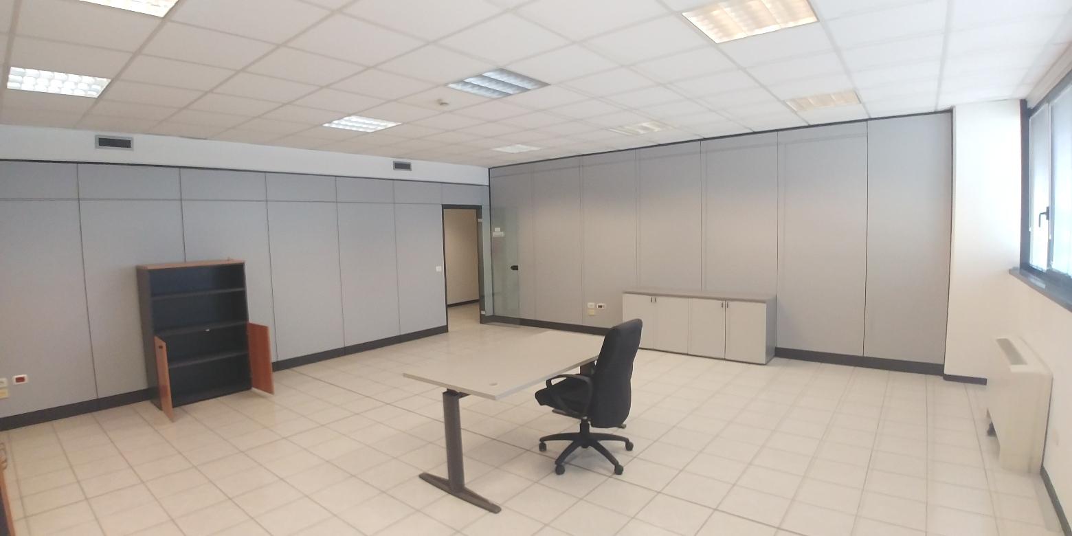 capannone,negozio,ufficio in Affitto  zona - a vimodrone - RIF. UL2177