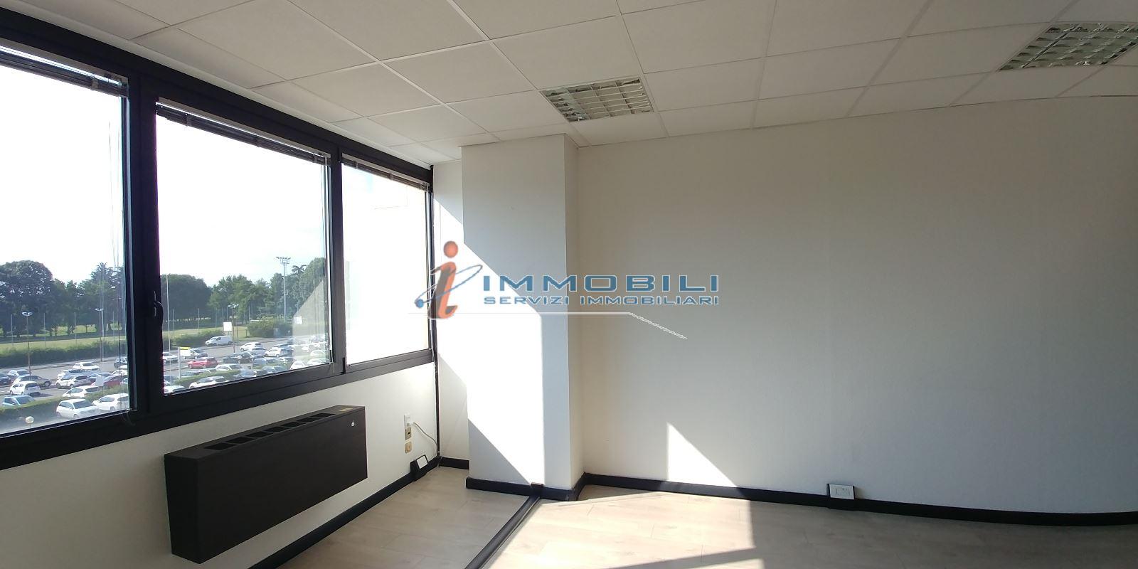 capannone,negozio,ufficio in Affitto  zona - a agrate brianza - RIF. UL2416