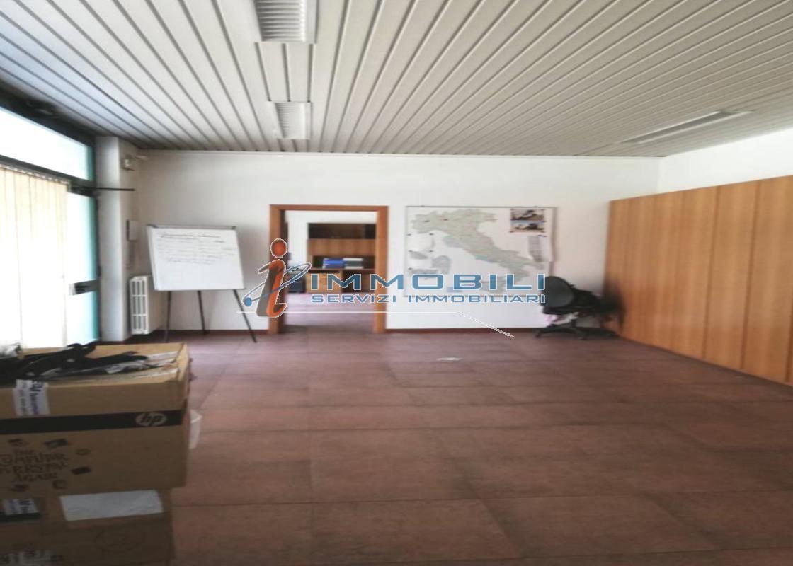 show room in Vendita  a milano - RIF. WVJZ001